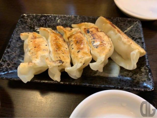 餃子は5個で300円