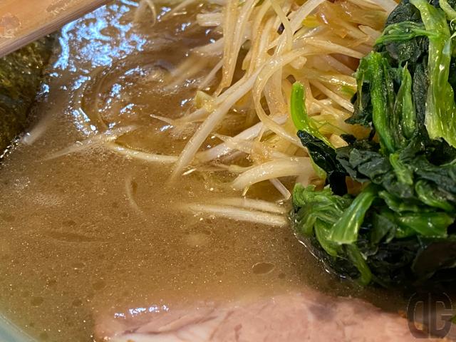 スープとねぎとほうれん草とチャーシューのバランスが好き